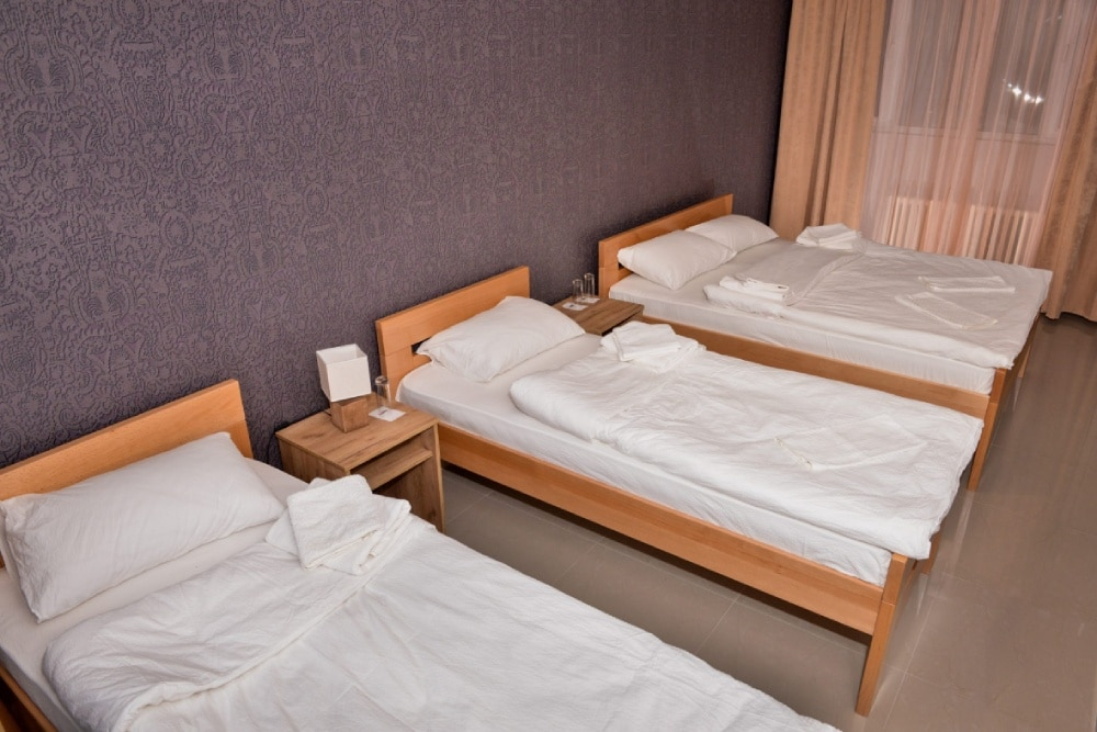 """Hotel """"Timok"""" raspolaže sa 4 porodičnih soba. Sve sobe ovog tipa su opremljene sa pažljivo biranim detaljima za vaš maksimalan ugođaj.      … Vidi detalje"""